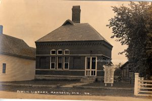 Circa 1918-1919 postcard photograph of the Hancock Public Library with WWI memorial.