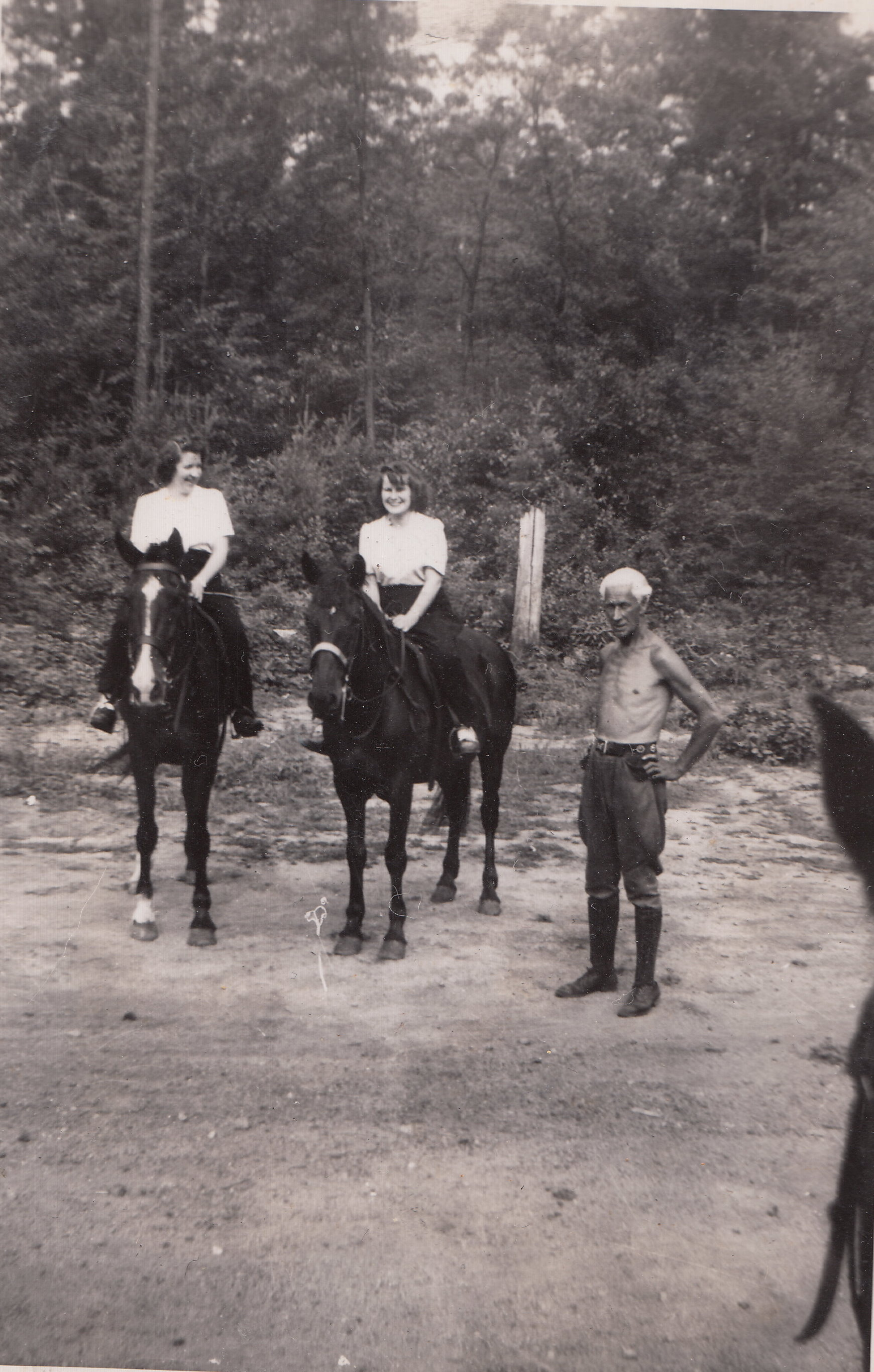 Mary Manning, Barbara Manning and unidentified Havey Stable employee at Havey Stables, 1940s.